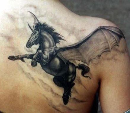 Hình xăm ngựa có cánh bay