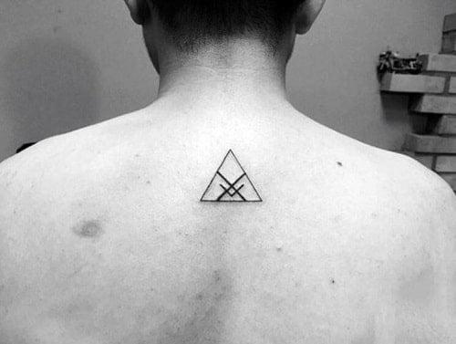 Hình xăm tam giác mini nhỏ nhưng ý nghĩa đối với nam giới