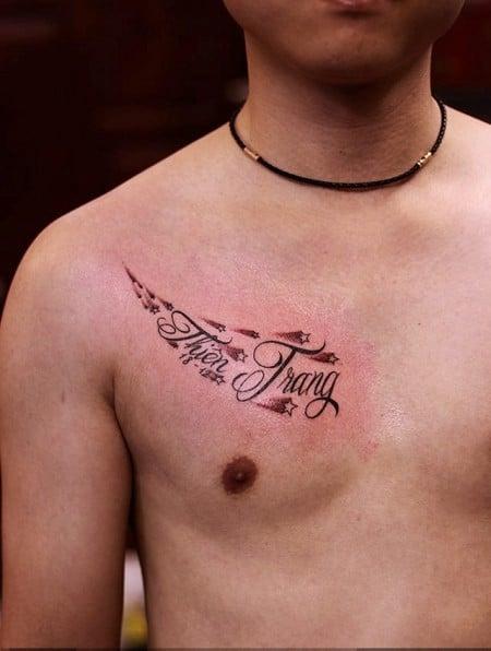 Hình xăm tên ở ngực nam