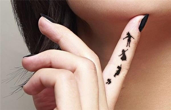 Hình xăm thần tiên trên ngón tay khiến bạn gái thêm nổi bật
