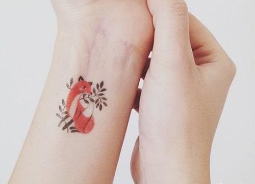 Kiểu tattoo hồ ly cách điệu cho nữ