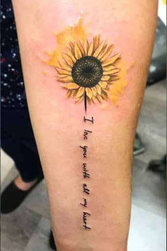 Kiểu xăm hoa hướng dương kèm chữ ý nghĩa