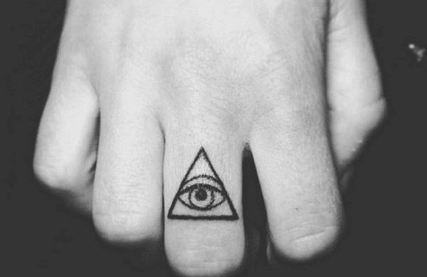 Kiểu xăm tam giác mắt đơn giản