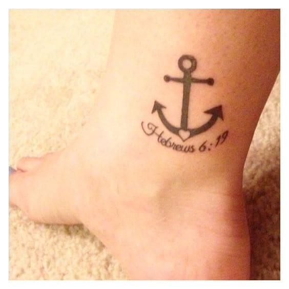 Mẫu hình tattoo mỏ neo ở chân