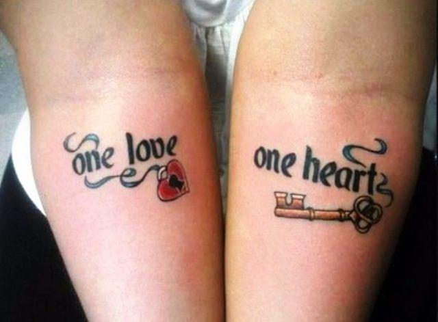 Mẫu hình xăm tình yêu dành cho cặp đôi với móc và chìa khóa