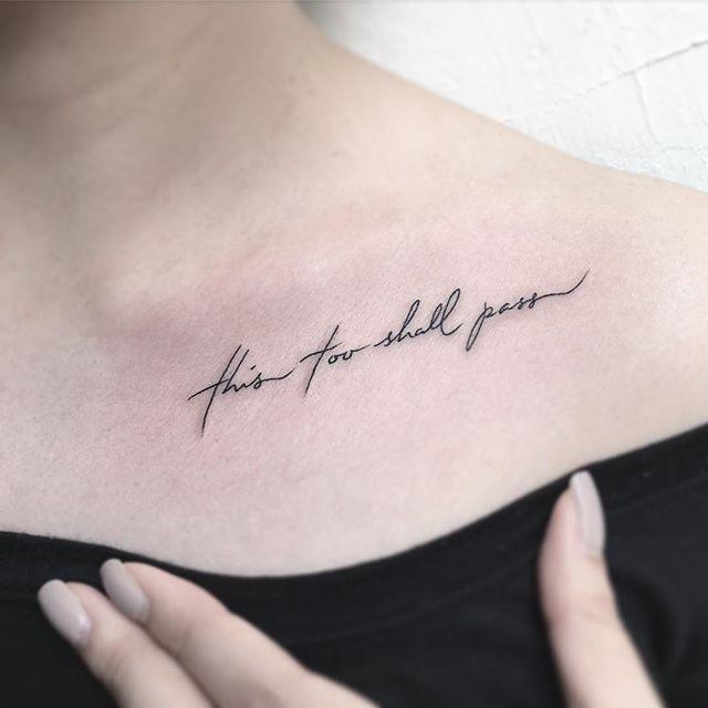 Mẫu xăm chữ trên xương quai xanh cho nữ
