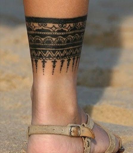 Mẫu xăm họa tiết vòng quanh chân độc lạ