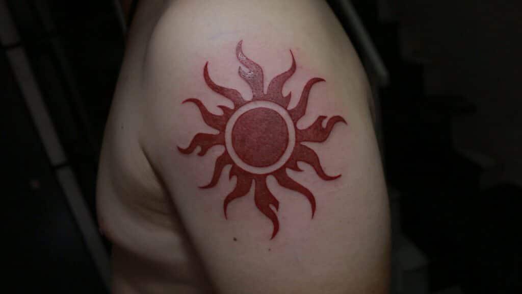 Mẫu xăm mặt trời lửa tuyệt đẹp