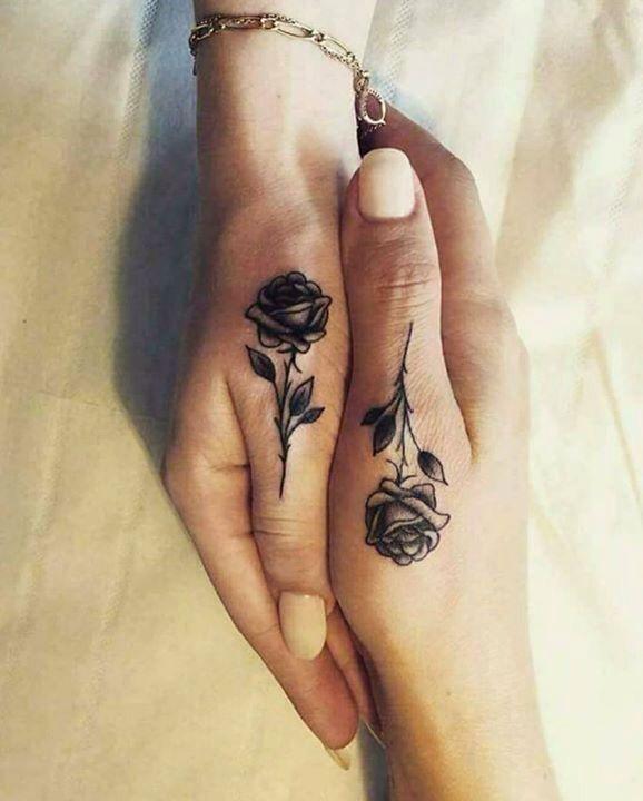 Mẫu xăm ngón tay cái hoa hồng đẹp