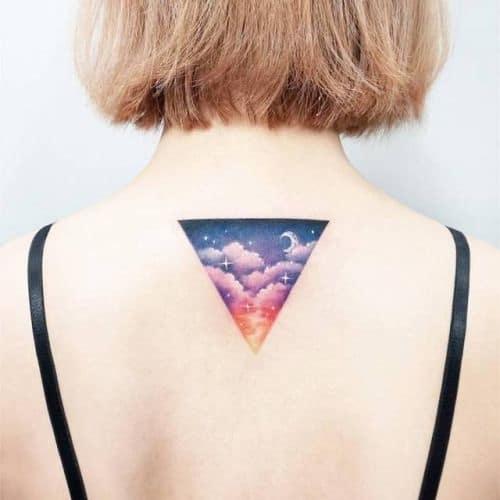 Mẫu xăm tam giác ngược sau gáy tuyệt đẹp