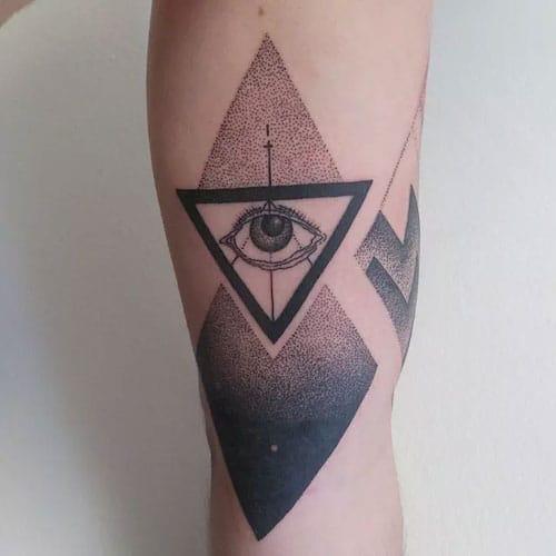 Mê mẩn trước vẻ đẹp của tattoo con mắt tam giác