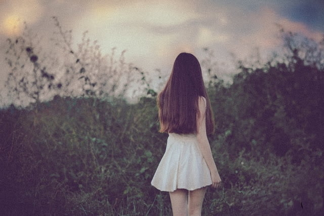 Một mình bước đi vô định và lạc lối