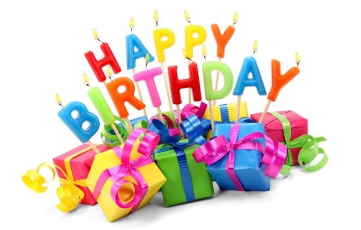 Nến và quà chúc mừng sinh nhật ngộ nghĩnh