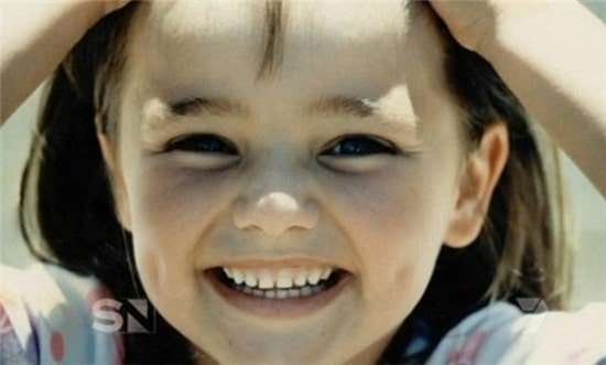Nụ cười tươi tắn với má lúm đồng tiền riêng biệt