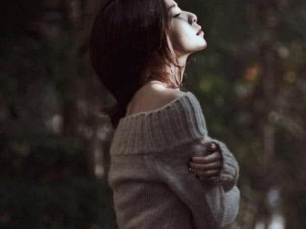 Phụ nữ khi cô đơn rất cần một bờ vai bên cạnh