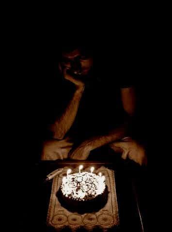 Sinh nhật buồn trong bóng tối