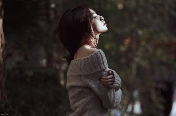 Tâm trạng cô đơn và lạc lõng của người con gái