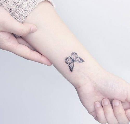 Tạo hình bướm trên tay đáng yêu