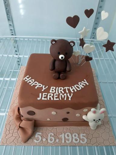 Tạo hình chú gấu ngộ nghĩnh trong chiếc bánh sinh nhật