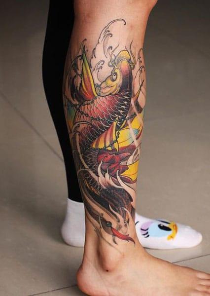 Tattoo cá chép hoa sen ở bắp chân ai nhìn cũng mê