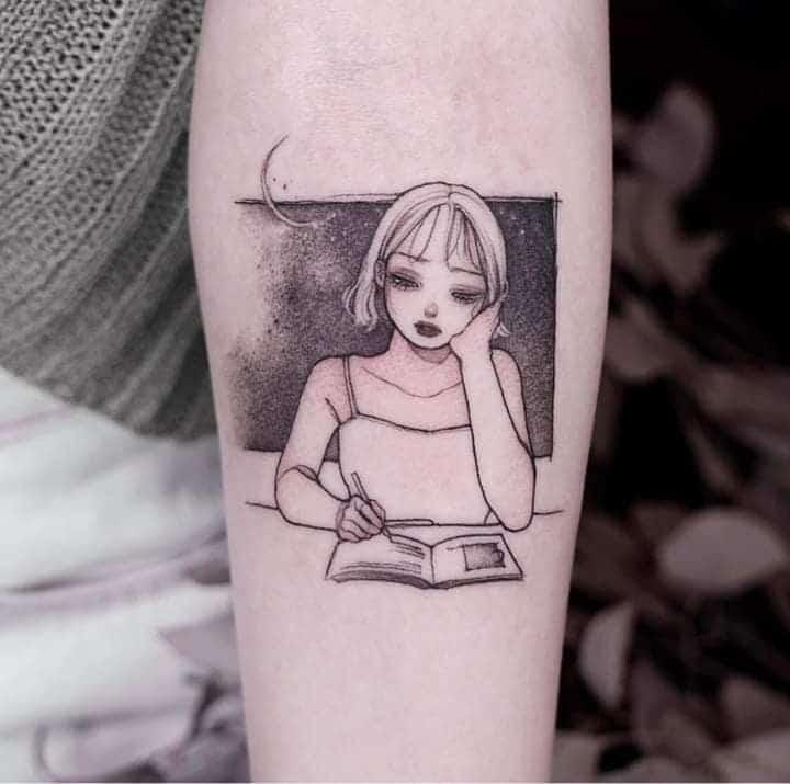 Tattoo cô gái nhỏ đang ngồi buồn bên bàn học