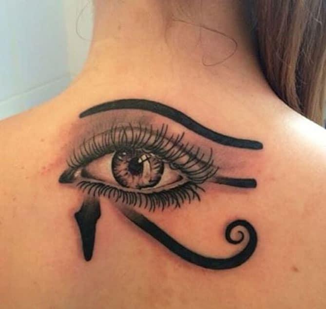 Tattoo con mắt sau gáy quyến rũ cho phái nữ