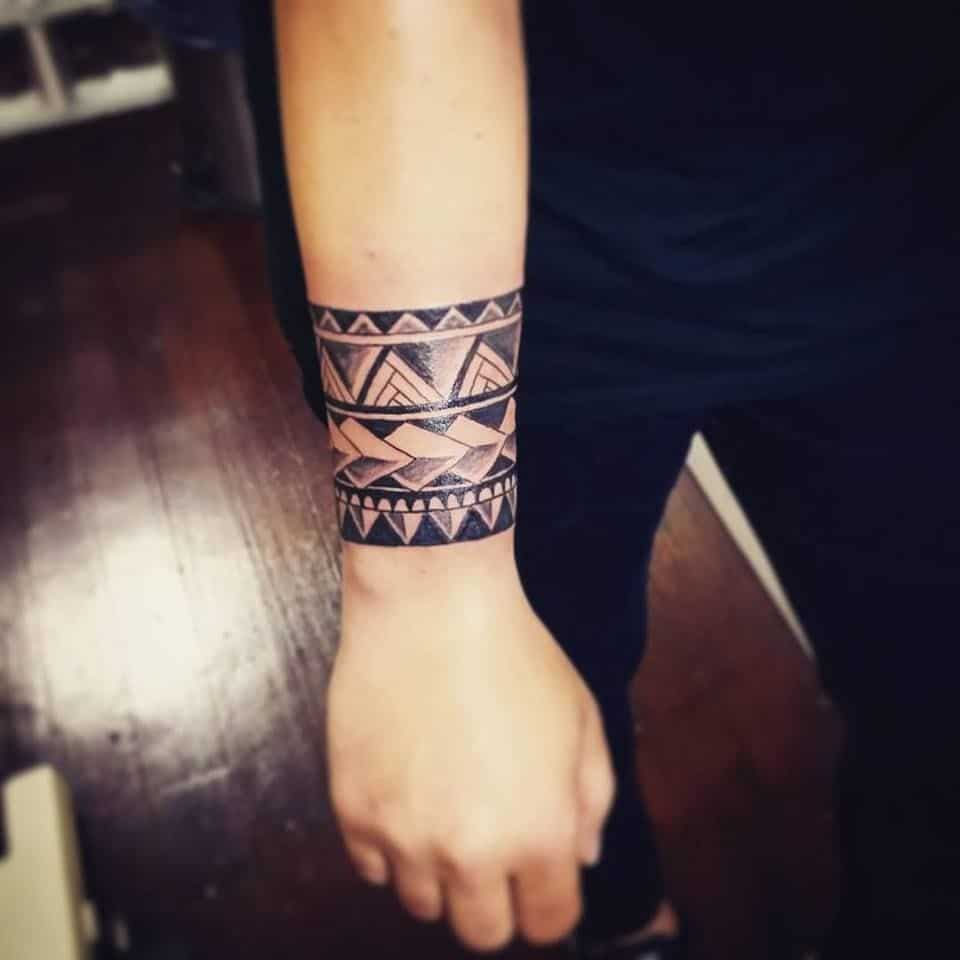 Tattoo đẹp ở cổ tay cho nam