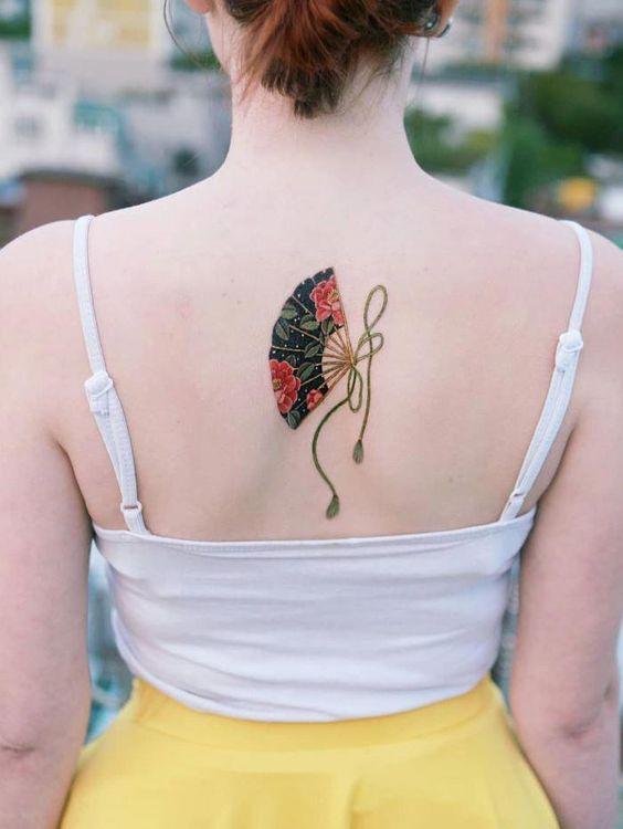 Tattoo hình chiếc quạt đơn giản và cá tính