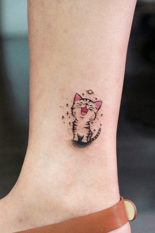 Tattoo mini với hình chú mèo đang cười tươi