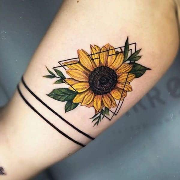 Tattoo tam giác hoa hướng dương đẹp