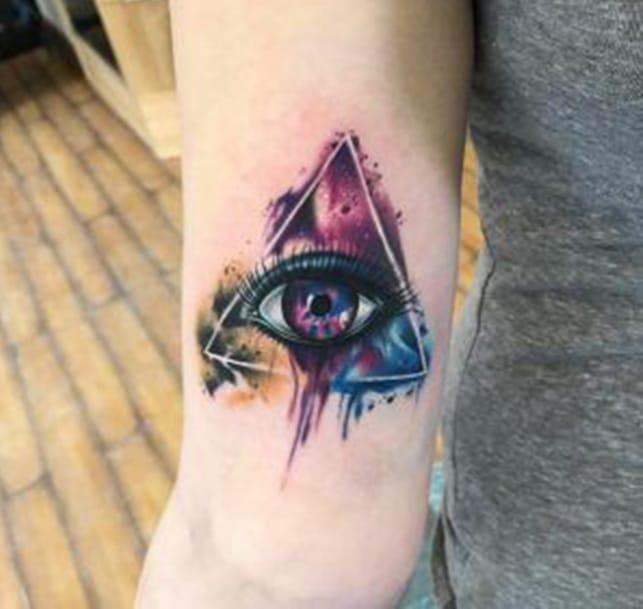 Tattoo tam giác mắt nghệ thuật