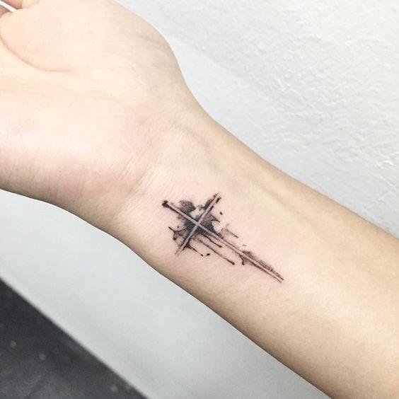 Tattoo thánh giá mini đẹp ở cổ tay