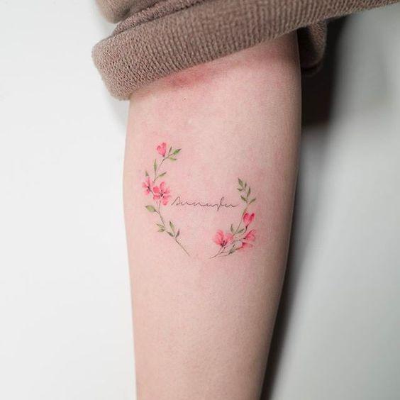 Tattoo vòng hoa nhẹ nhàng và nữ tính cho phái đẹp