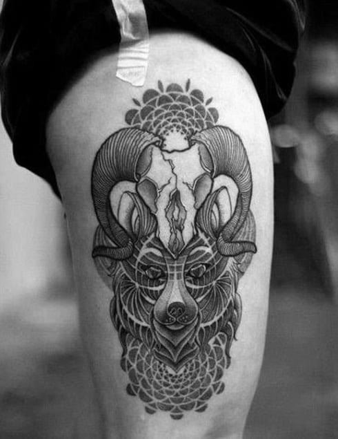 Tattoo xăm hoa văn ở đùi cho con trai
