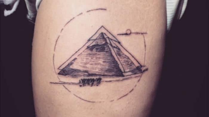 Tattoo xăm mini mệnh Thổ cho nam