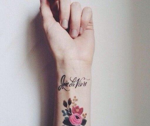 Tattoo xăm ở cổ tay đẹp cho nữ