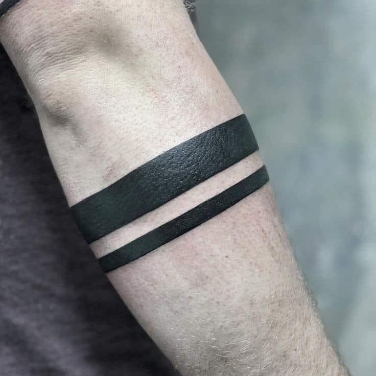 Tattoo xăm vòng tay cho nam đẹp đơn giản