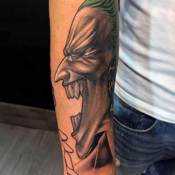 Xăm Joker cười trên tay