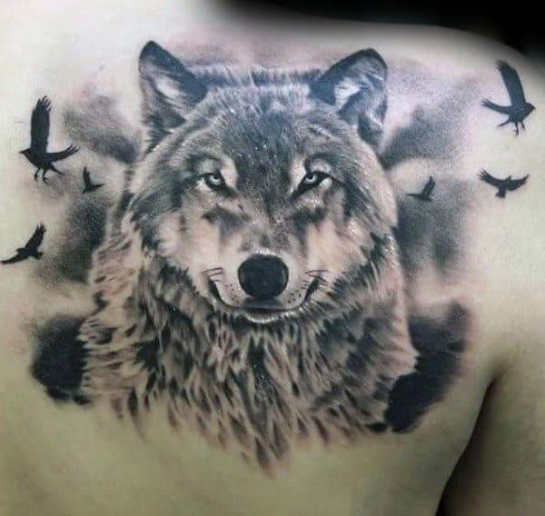 Xăm chó sói đẹp ở lưng