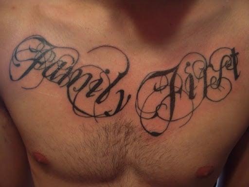 Xăm chữ Family First đẹp trên ngực