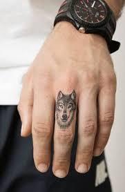 Xăm con chó sói nhỏ ở ngón tay