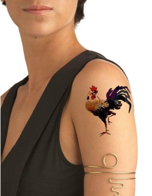 Xăm hình con gà nghệ thuật ở tay độc và lạ