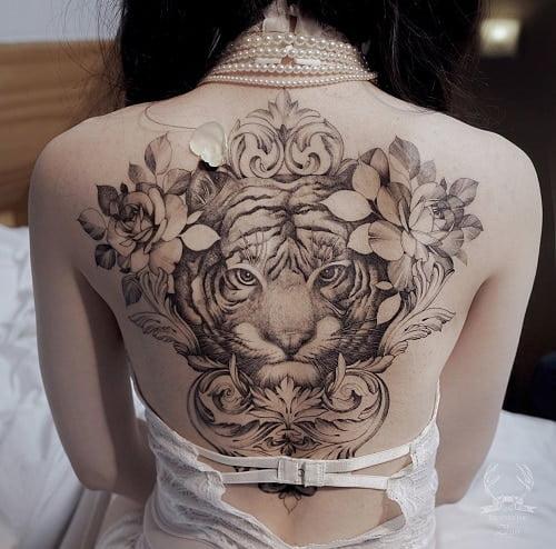 Xăm hình hổ sau lưng thể hiện phong cách riêng của các cô nàng