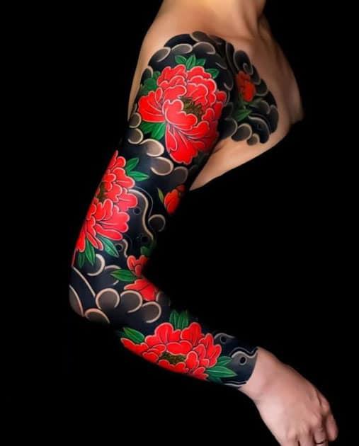 Xăm hoa mẫu đơn bít tay đẹp và sắc sảo cho nữ