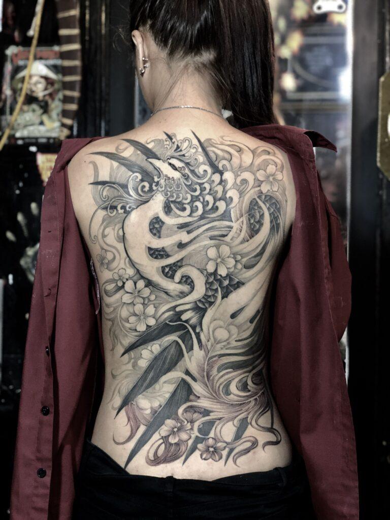 Xăm nữ kín lưng chất ngầu