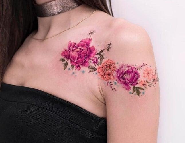 ảnh tattoo bông hoa che sẹo đẹp ở ngực và tay