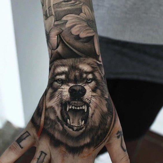 ảnh tattoo đầu cho sói ở mu bàn tay