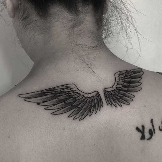 ảnh xăm đôi cánh sau gáy nữ cực đẹp