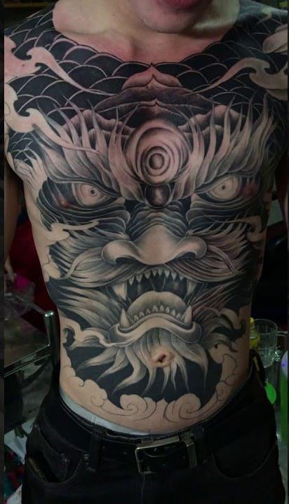 đầu rồng tattoo ở bụng