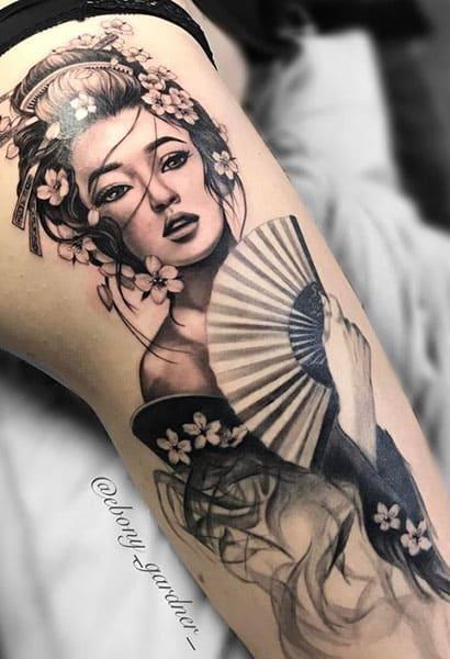 hình tattoo cô gái trung hoa ở chân